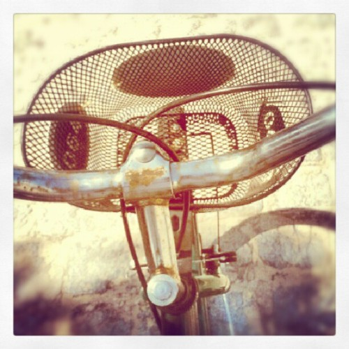 #bike #bicicle #university #eco #ecologic #retrô  (Publicado com o Instagram)