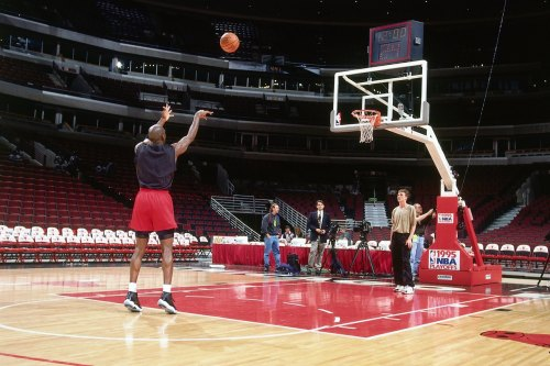 nba:  Michael Jordan of the Chicago Bulls shoots alone prior to Game Six of the 1995 Eastern Conference Semi-Finals on May 18, 1995 at the United Center in Chicago. (Photo by Andrew D. Bernstein/NBAE via Getty Images)  Practise