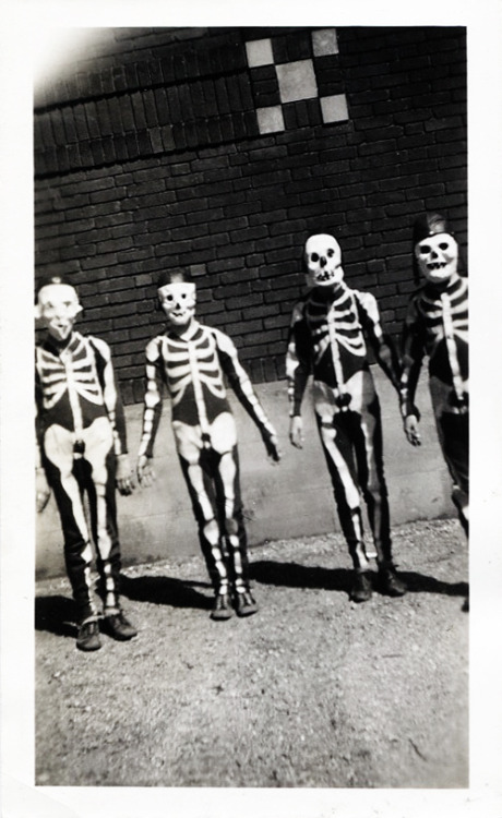 vintagegal:  Kids on Halloween c. 1950's