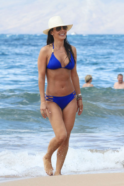 Ali Landry enjoys the beach with her husband Alejandro Monteverde in Maui, Hawaii on September 26.
