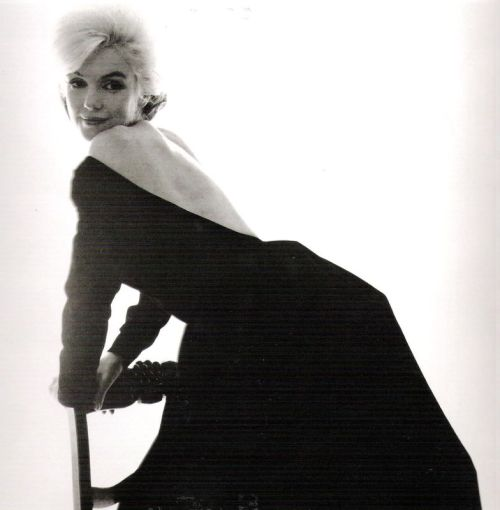 1962: Marilyn Monroe sitting for Bert Stern.