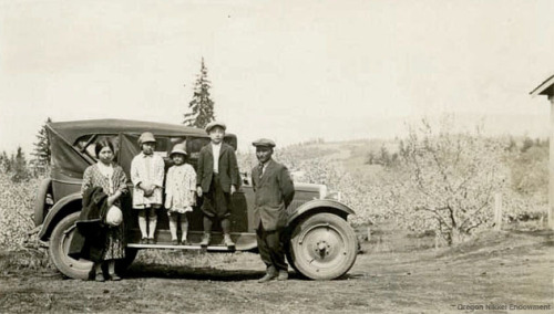 The Endow Family of Hood River, circa 1926. From left to right: Tei, Kane, Mitsue, Shoichi, Shohei.