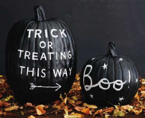 serendippity:  buzzfeed:  Sorry Jack O'Lanterns, but chalkboard paint pumpkin is waaaayyy cooler!  Chalkboard paint pumpkins. The possibilities boggle the mind.  I really suck at pumpkin carving.  It just winds up looking like a giant gaping maw from hell.  However…THIS is something I could conceivably do and not totally fuck up.