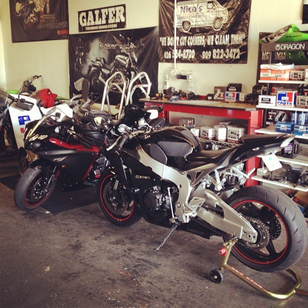 At #chachacha #honda #cbr1000 #fireblade #yamaha #yzf #r1 #1000 #motorcycle  (Taken with Instagram)