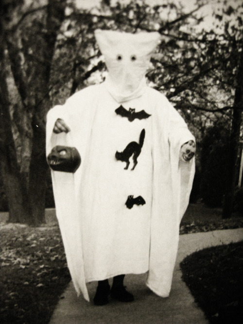 gravesandghouls:  1950's Halloween costume