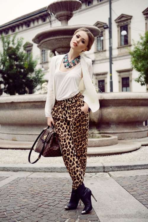 "what-do-i-wear:  SHIRT : Yes or No BLAZER : Minusey PANTS / NECKLACE / SHOES : ZaraLIPS : YSL ""Corail Aquatique"" BAG : Louis Vuitton (IMAGE: kayture)"