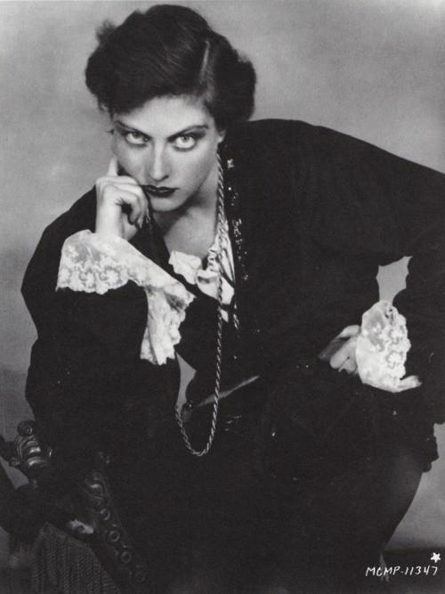 mariposima:  poboh: Joan Crawford as Hamlet, 1929,