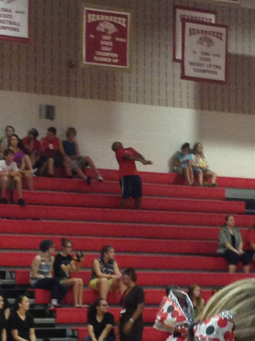dontbendascend: This kid in the freshman section was all by himself yet cooked for a whopping ten minutes straight