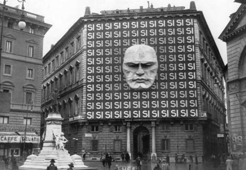 petervidani:  Headquarters of Benito Mussolini and the Italian Fascist Party, 1934.  At least the trains ran on time…