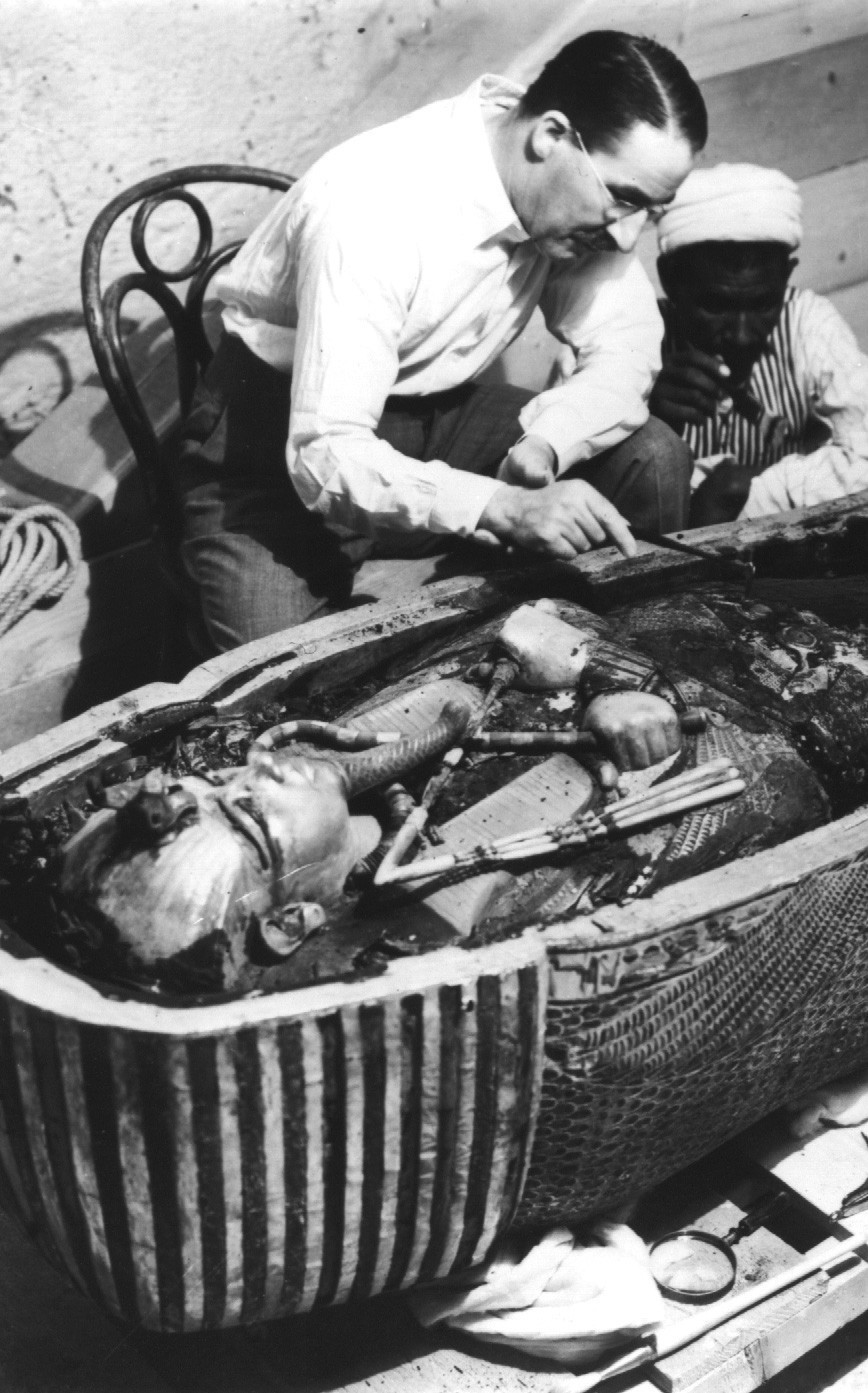politics-war:  Opening of King Tut's sarcophagus (1924)