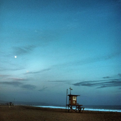 ironelefante:  #Beach time and #Polaroid #pictures #lovely #day (Taken with Instagram at 16th Street Beach)