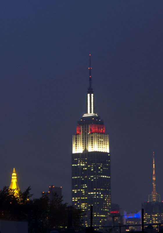 empirestatebuildingpictures:  9.27.2012  7:08pm In honor of the New York Philharmonic's 2012-2013 Season Opening Gala Concert