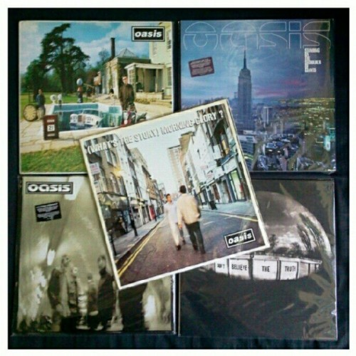 OASIS… I am madferit !!! #oasis #vinyl #vinyligclub #records #goodmusic | Still lookin' for Definitely Maybe n The Masterplan. (Taken with Instagram at Home Sweet Home)