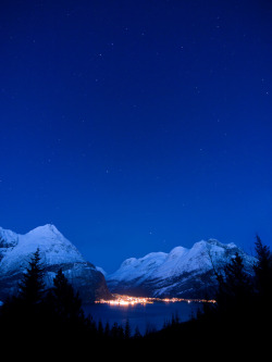 llbwwb:  Nightfall (by hauken87)