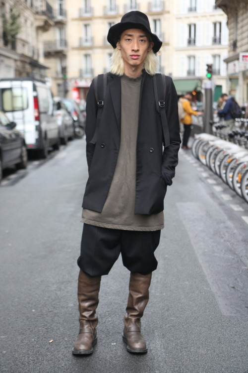A functional-feeling avant-fashion look snapped between #PFW shows, underscoring the popularity of Rick Owens-esque menswear styling in Paris. Great use of lightly exaggerated proportions, oversized volume, muted masculine shades and clever layering.  WGSN street shot, Paris Fashion Week
