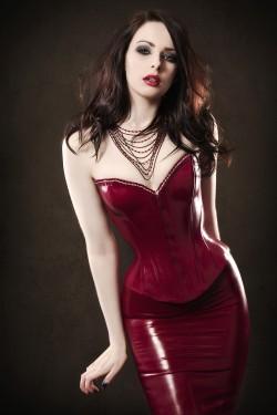 mmmm-corsets:  Gorgeous colour latex.