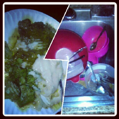 Day 27: love/hate. I LOVE dinner but i absolutely HATE dishes…so sad :( people who don't wash dishes don't eat around here…right @missannie12 ?? Lol #fmsphotoaday #fatgirlstatus #hungryhungrycoco  (Taken with Instagram)