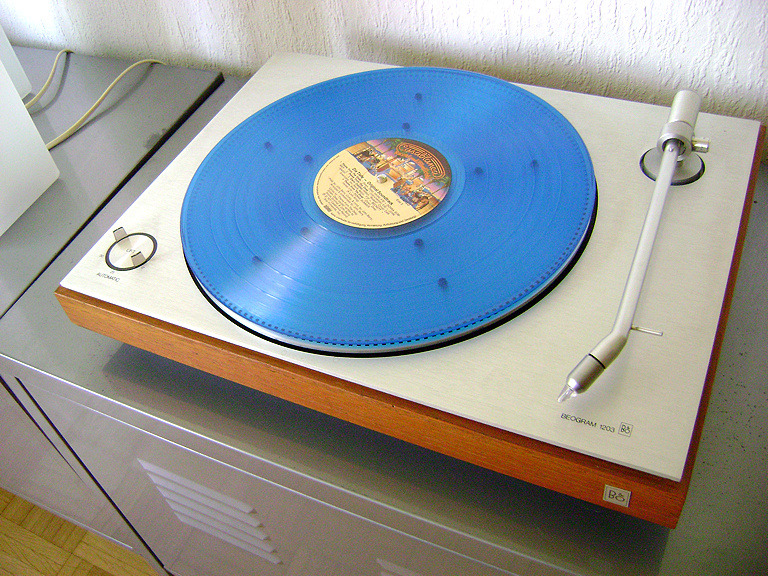 "interozetor:  70s Bang & Olufsen Beogram 1203 plus translucent OST ""The Deep"" LP (John Barry)."