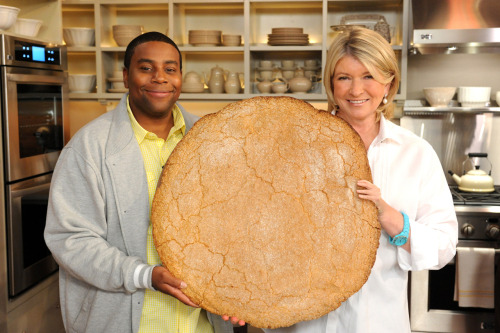 "wretchedoftheearth:  evolutia:  onetinyhand:  keenan thompson, martha stewart, & a giant cookie.  I think I just found my go to cookie picture for ""allies"".  THIS IS PERFECT"