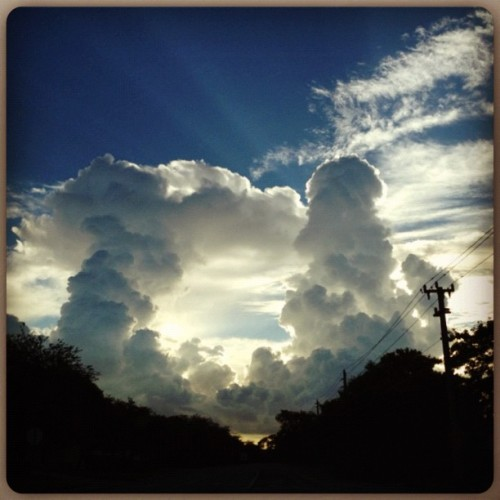 What a view this morning😱☁☀ #clouds #cloud #cloudporn #miamisky #miamimorning #miamiskies #miamiclouds #morningview #HisCreation #SimpleBeauty #sunshine #peeking  (Taken with Instagram at My Stompin' Grounds)