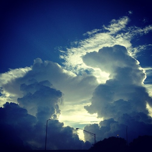 5 minutes later… #sky #skyporn #cloud #clouds #cloudporn #miamisky #miamiskies #miamiclouds #miamimorning #goodmorning #myview #iphone4sonly #instasky #instagram #instacloud #photooftheday  (Taken with Instagram at My Stompin' Grounds)