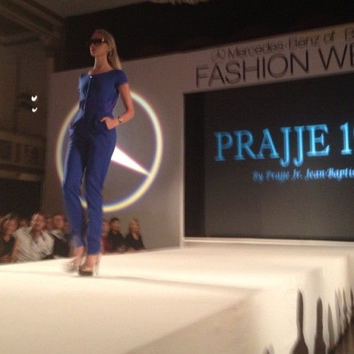 The first look of the night from @prajje #mbbfw #prajje1983  (Taken with Instagram at Statler City )