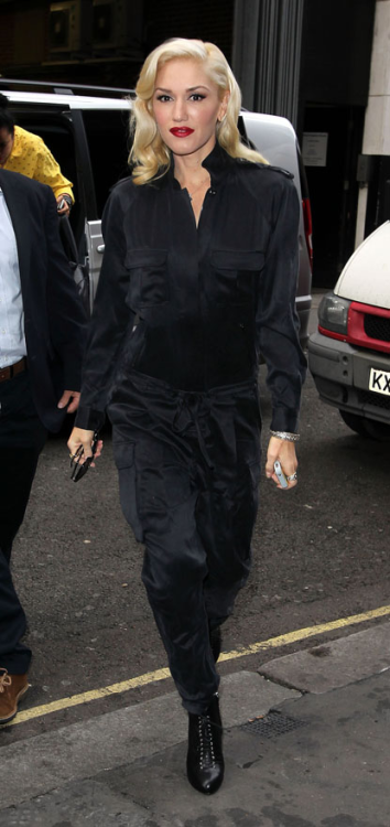 Gwen Stefani arrives on September 27th at the KISS FM studios in London, England.