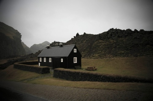 stellardreaming:  blackhouse_iceland by junoswift on Flickr Iceland