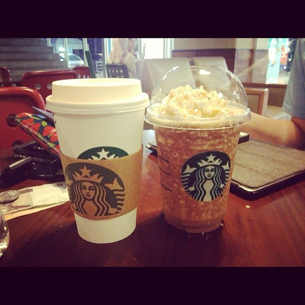 Vanilla latte and …. @ivanchris wkkwkwk #starbucks #vanilla #latte #blend #ice #hot #foodporn #food #followme #follow4follow  #TagsForLikes.COM @TagsForLikes #instagood #tweegram #photooftheday #iphonesia #instamood #igers #picoftheday #iphoneonly #instagramhub #instadaily #jj #fun #bestoftheday #igdaily #webstagram #picstitch #weekend #happy #instagramers  (Taken with Instagram at Starbucks ECC)