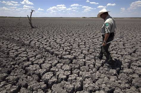 Water shortages ahead for most states as drought lingers (Photo: Tony Gutierrez  /  AP) KANSAS CITY — The worst drought in more than half a century baked more than two thirds of the continental United States this summer and its harsh effects continue to plague the parched cities and towns of the Great Plains. Ask the 94,000 people of San Angelo, Texas, who are running out of water. Fast. Read the complete story.