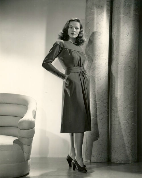 Fab dress! screengoddess:  Gene Tierney 1945