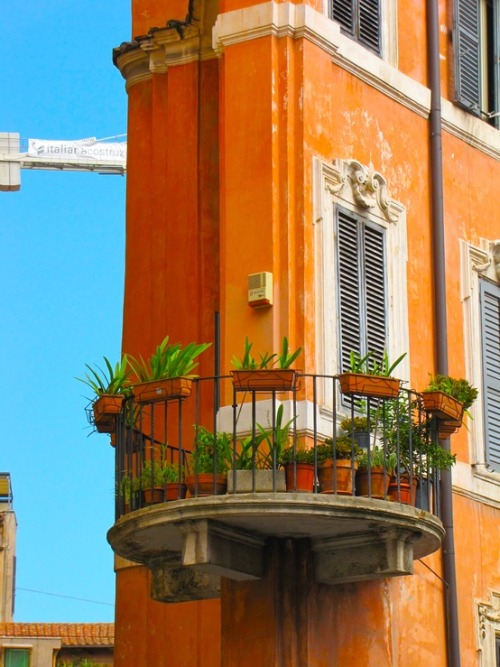 ombremermaid:  a balcony in rome