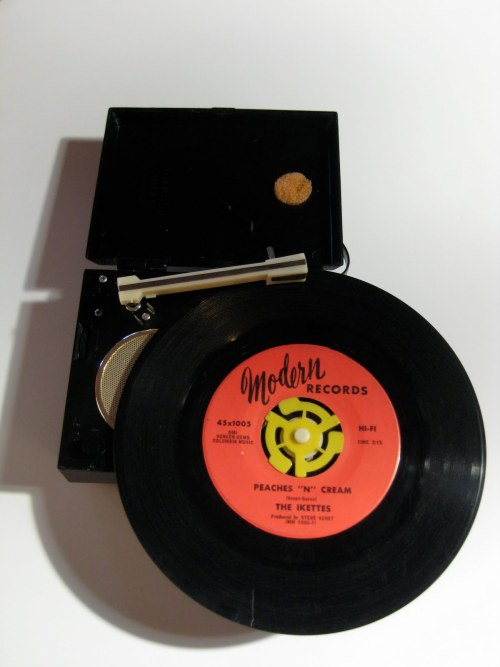 vinylespassion:  Commodore Micro Turntable