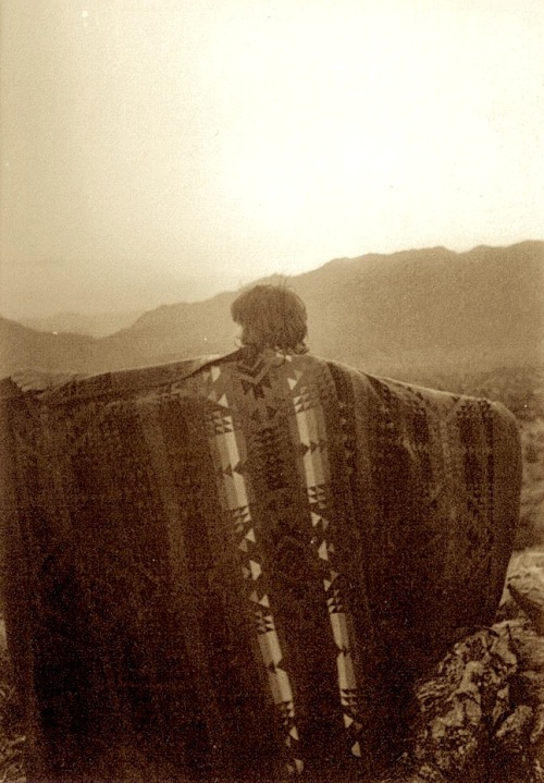 biscodeja-vu:  Keith Richards reaching out to the sides of the desert, Joshua tree, 1969.