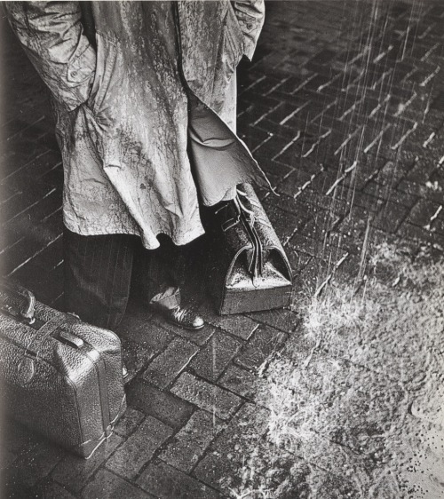 hurtos:  Stranger in Town. William Eugene Smith, 1942.
