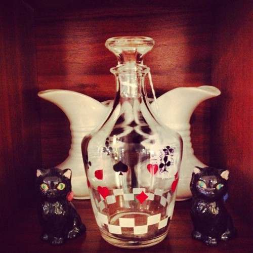 #vintage #french card suit #decanter $15, set of 2 black #cats $7/pr, set of 2 white mini pitchers $10/pr #mcm #madmen #decor #design #autumn  (Taken with Instagram)