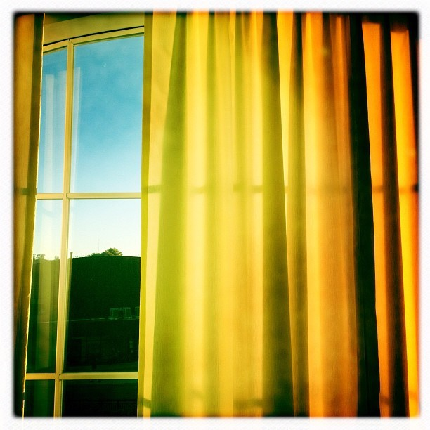 1950s #light #curtains #yellow #gold #portrait #instagram #iphonography #hipstamatic #ohio #ohiouniversity  #art #photojournalism #photography (Taken with Instagram)