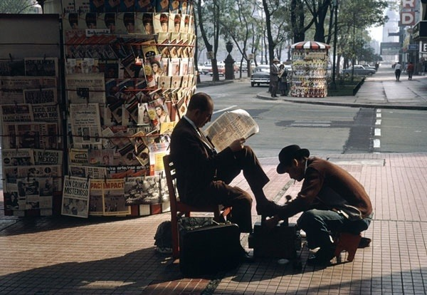 dado92:   Mexico City Shoe Shine by Fred Herzog