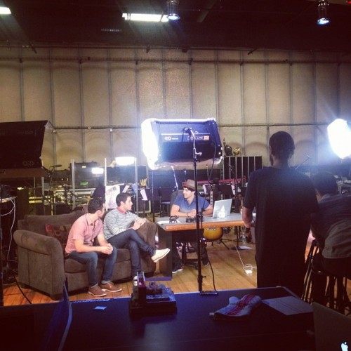 na30na:  Jonas Brothers live chat #VyRT - Jared Leto behind the camera. Sept. 28, 2012 (x)