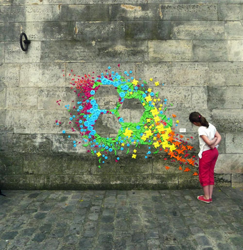 Artista francesa cria street art com origami | Salada Criativa on We Heart It. http://weheartit.com/entry/38666426