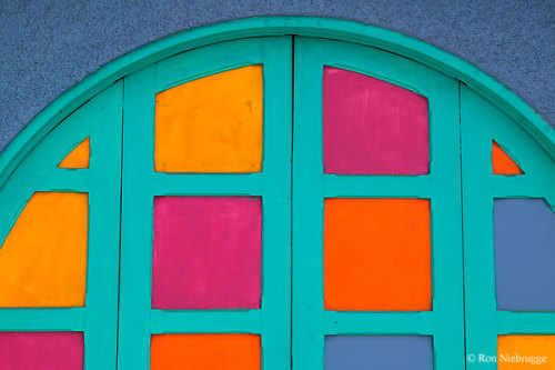 paulagold:  Colorful Costa Rican Doorway