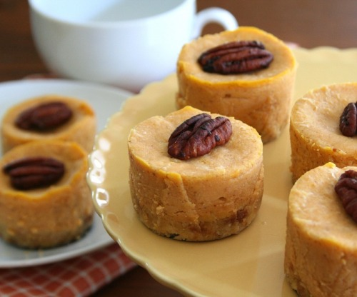Healthy Mini Maple Pumpkin Cheesecakes! (recipe)