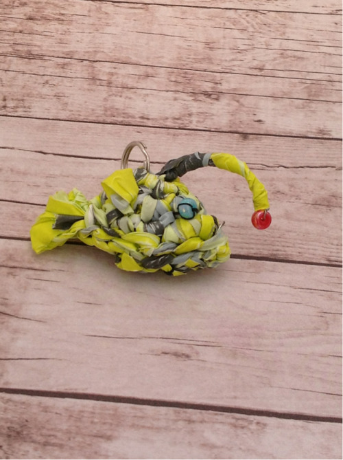 paintedfoxdesigns:  Look! A Hanklerfish plarn keychain :) Made completely from grocery bags and spare beads headed for the garbage bin. I will be selling these soon at my store!