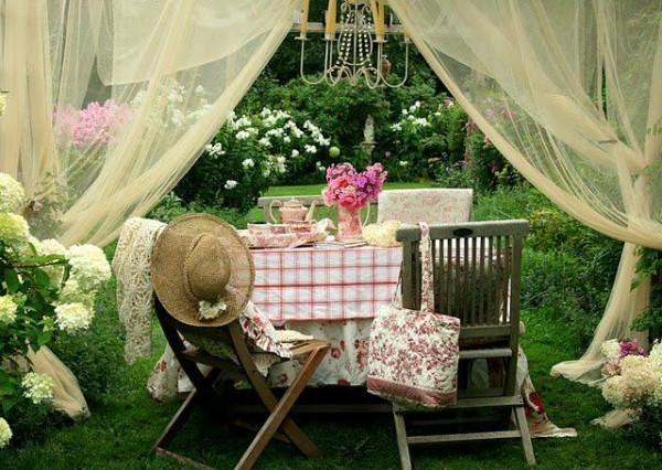 secretdreamlife:  Yet another place for a tea party, you can never have too many you know. http://secretdreamlife.tumblr.com