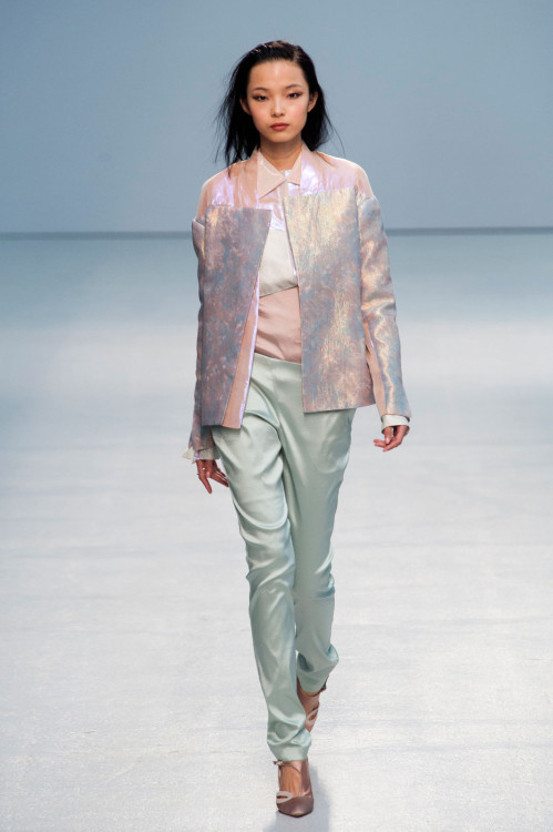 pupici:  gaptoothbitch:  ANNE VALERIE HASH SS 2013  like a seashell