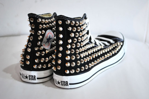 express-s:  stylesociet-y:  ne0n-acidd:  undertherottenflesh:  i want these!  neeeeed  pleaseee!  queue
