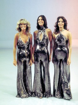 girlsandguns:  superseventies:  Charlie's Angels - Farrah Fawcett, Kate Jackson, Jaclyn Smith