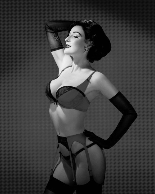 we-like-bondage:  Dita Von Teese just turned 40. Fuck, what is her secret? Seriously, I want to look that fabulous when I'm 40. -T