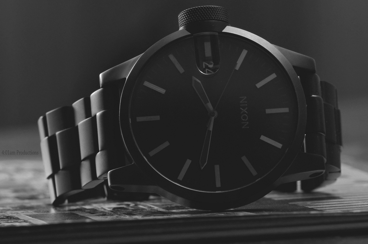 Does anyone know the model of this fine watch?  …  So Want.