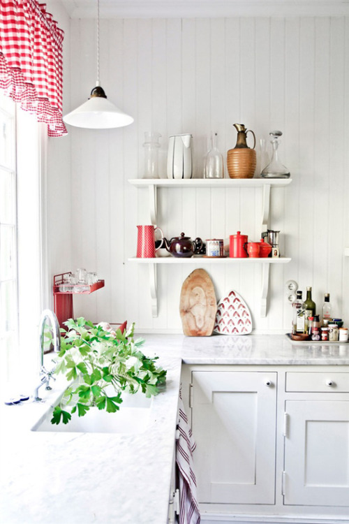 myidealhome:  cute kitchen (via desire to inspire)